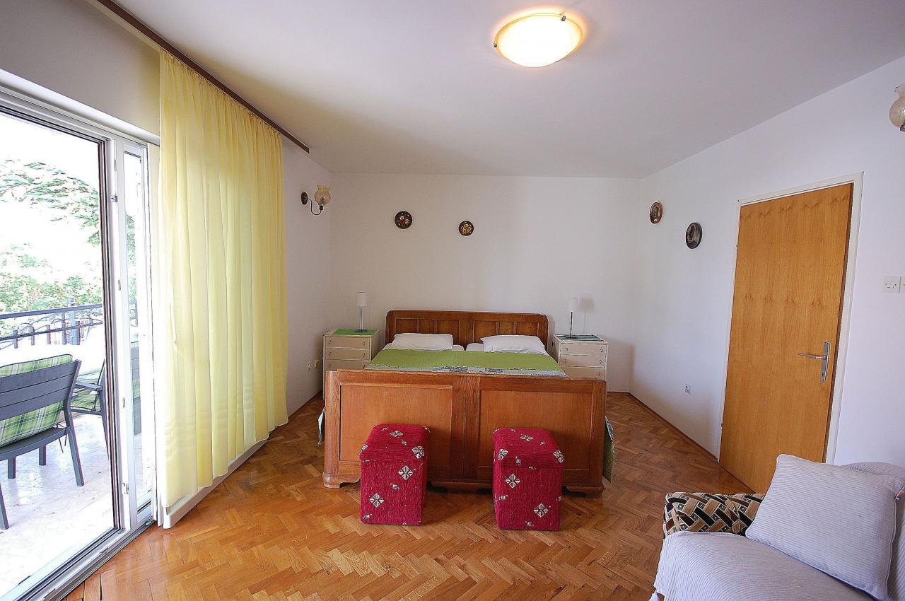 erdgeschoss wohnung mit klimaanlage tv internet f r 4. Black Bedroom Furniture Sets. Home Design Ideas