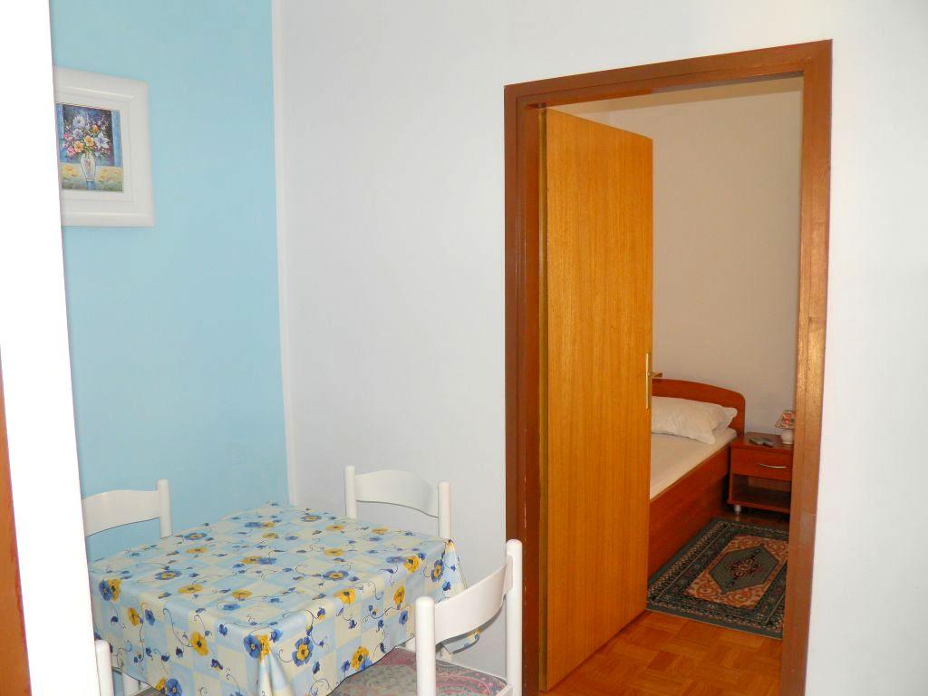fewo f r 2 3 personen im dachgeschoss mit klima im siedlungsgebiet objekt nr 1369. Black Bedroom Furniture Sets. Home Design Ideas