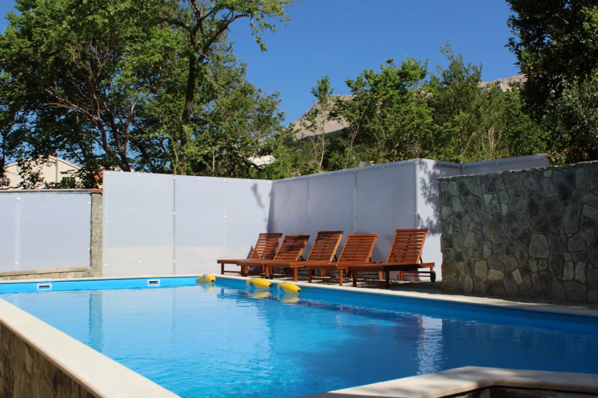 pool balkon sat tv und internet unterkunft f r bis zu 4 personen objekt nr 13114. Black Bedroom Furniture Sets. Home Design Ideas
