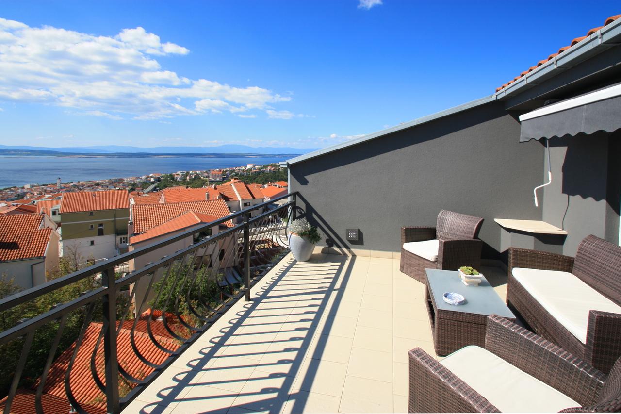 charmante 70m dachwohnung mit klima w lan terrasse m. Black Bedroom Furniture Sets. Home Design Ideas