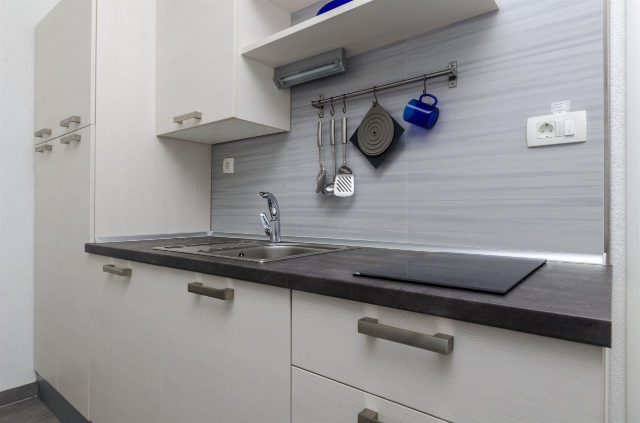 nettes kleines studioapartment direkt am meer f r 2 personen objekt nr 15319. Black Bedroom Furniture Sets. Home Design Ideas
