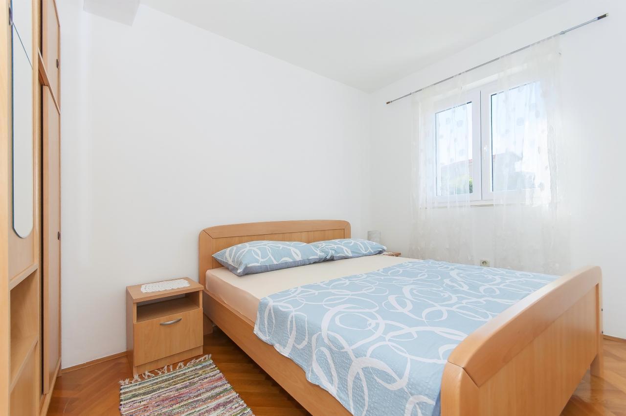 sch ne ferienwohnung am meer mit internet und klimaanlage. Black Bedroom Furniture Sets. Home Design Ideas