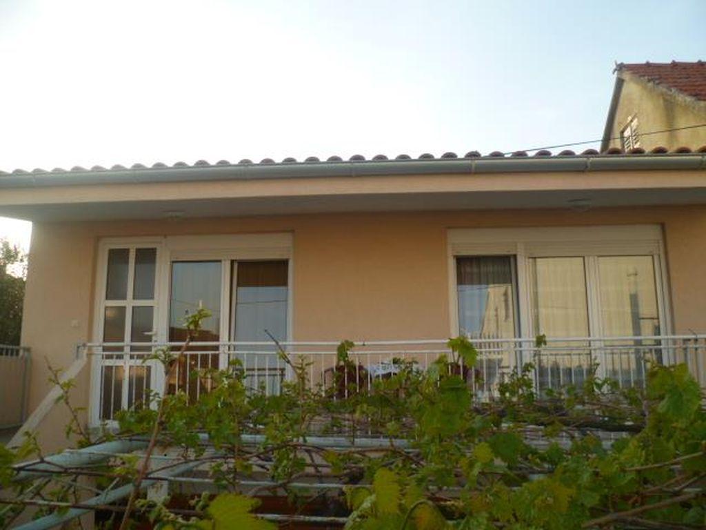 sch ne ferienwohnung f r 2 4 personen im ersten stock mit balkon objekt nr 15916. Black Bedroom Furniture Sets. Home Design Ideas