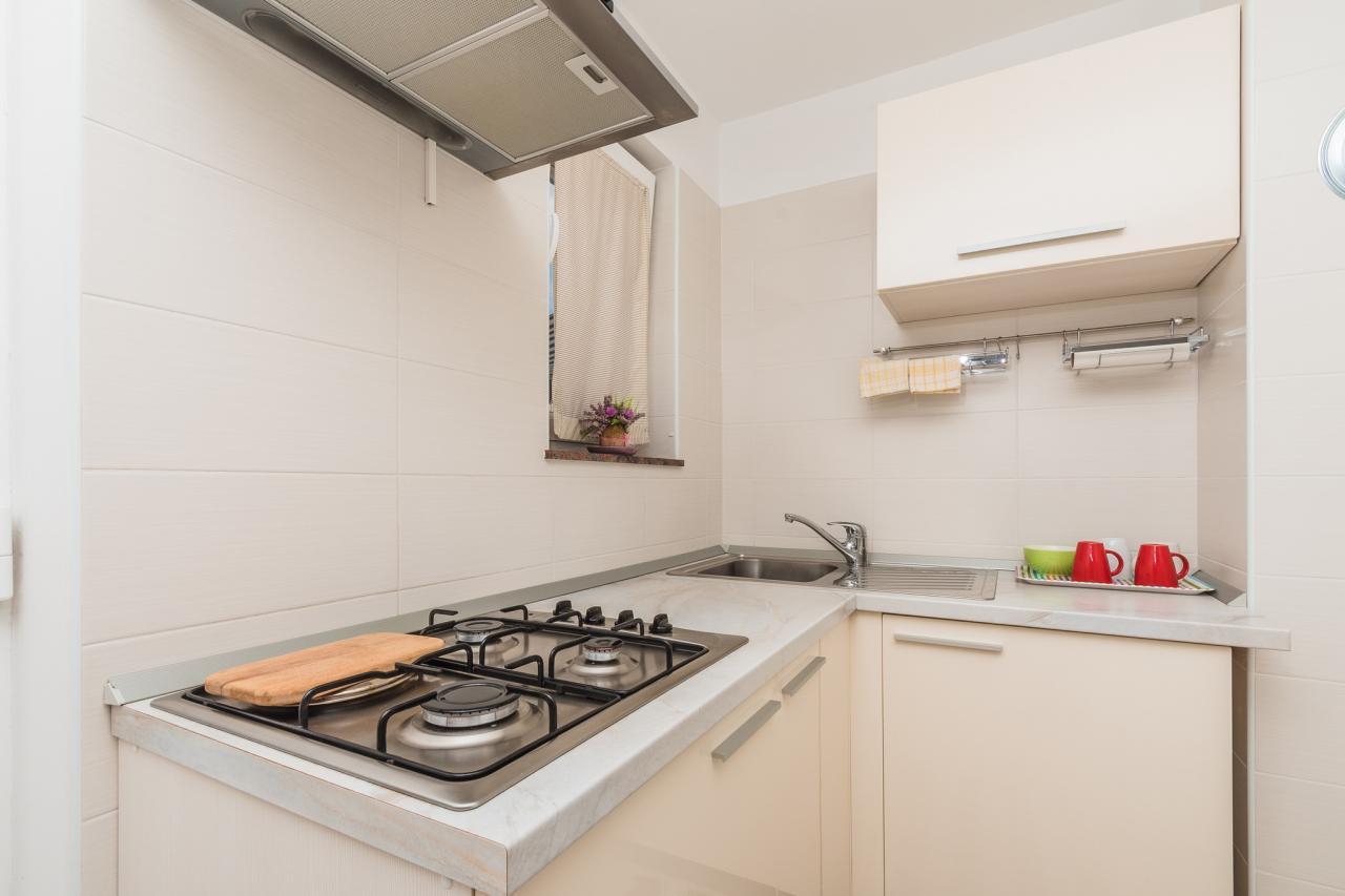 ruhige lage idilysch gelegen mit klimaanlage fuer 2 4 personen objekt nr 16682. Black Bedroom Furniture Sets. Home Design Ideas