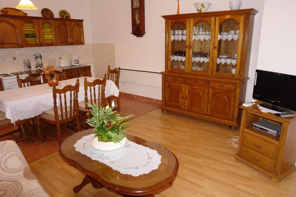 fewo f r 5 7 personen mit internet und klimaanlage 85 m objekt nr 1858. Black Bedroom Furniture Sets. Home Design Ideas