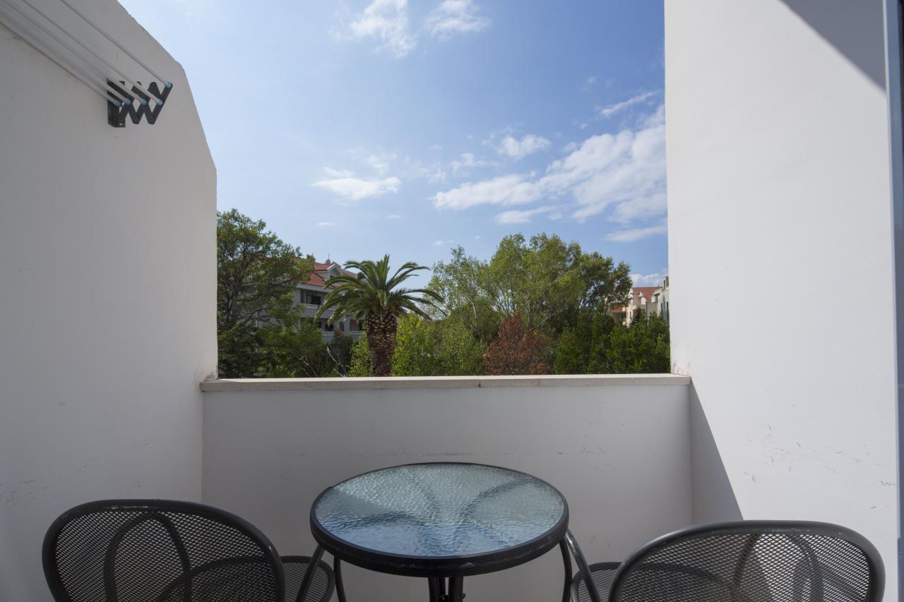 Doppelzimmer Straßenseite Balkon  (2-3 Personen)