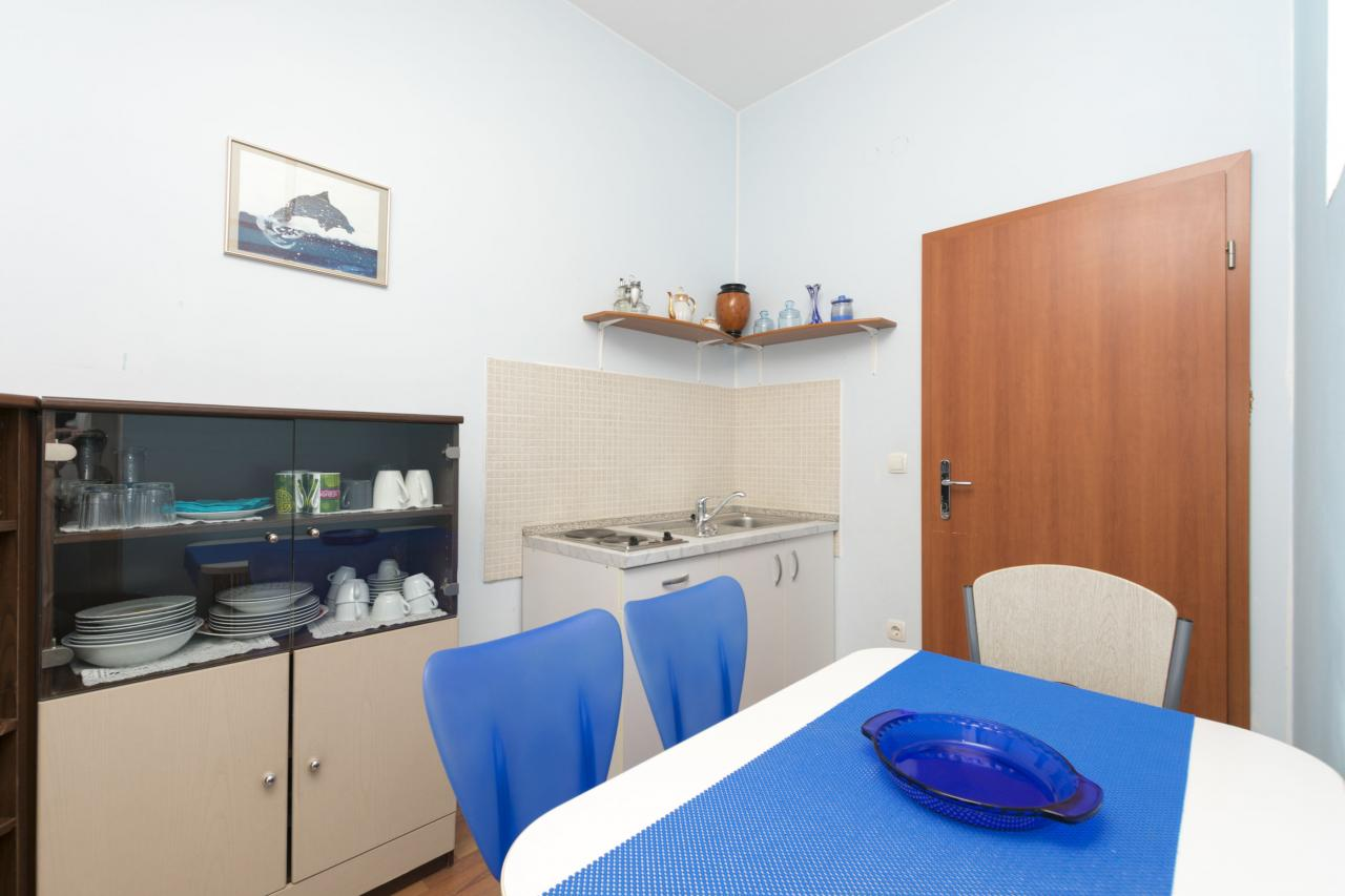 apartment f r 4 personen 100 meter zum meer klima sat tv objekt nr 2783. Black Bedroom Furniture Sets. Home Design Ideas