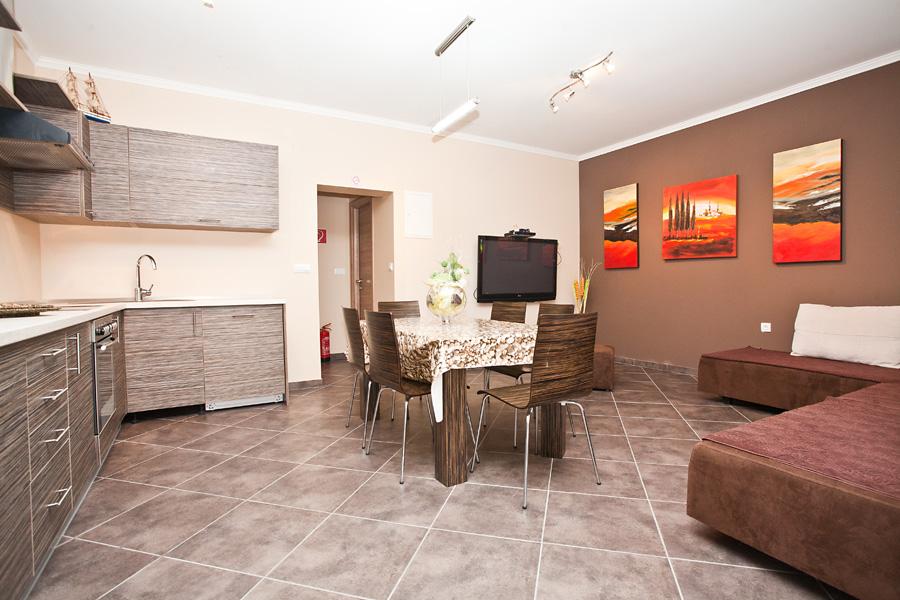 erdgeschosswohnung f r 4 6 pers pool klima sat tv und internet objekt nr 3498. Black Bedroom Furniture Sets. Home Design Ideas