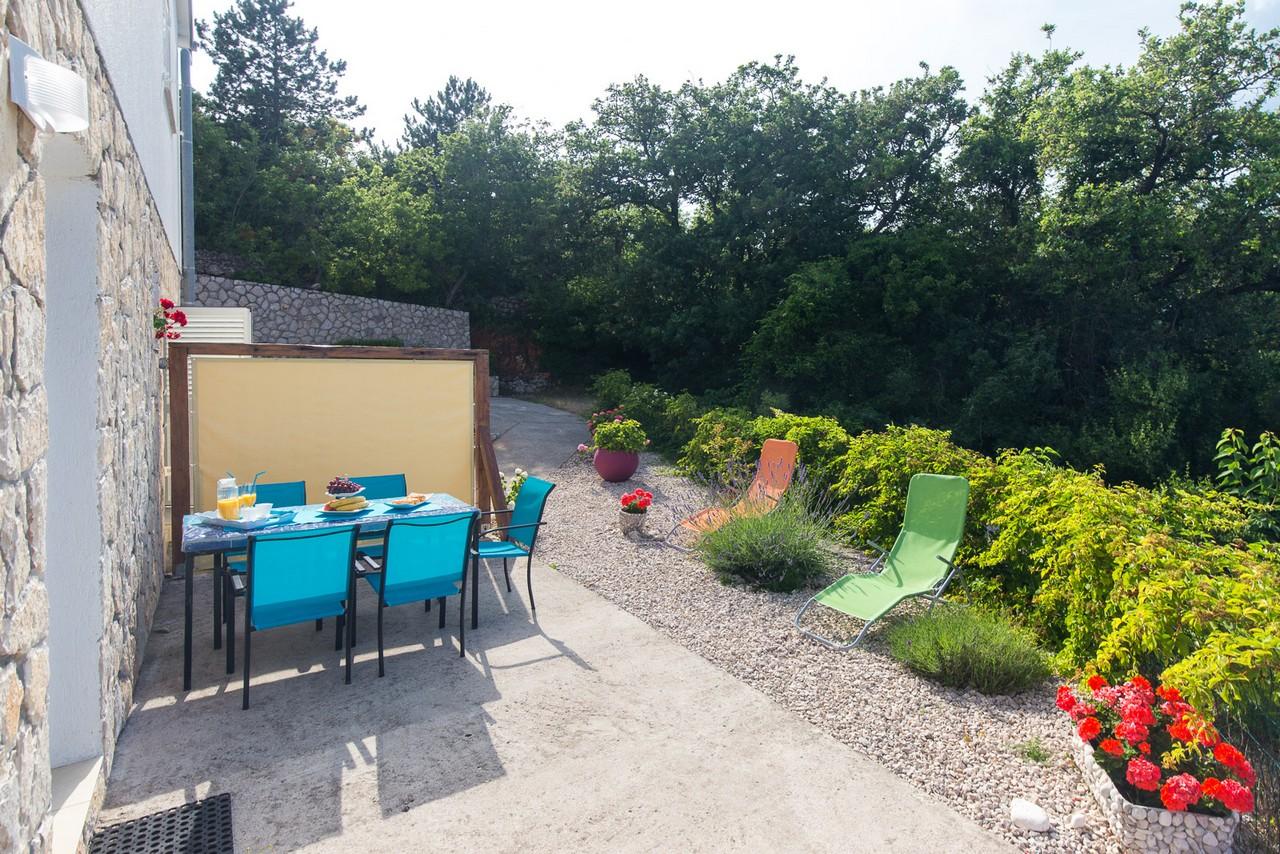 terrasse mit blick auf altstadt und meer in der fewo f r 4. Black Bedroom Furniture Sets. Home Design Ideas