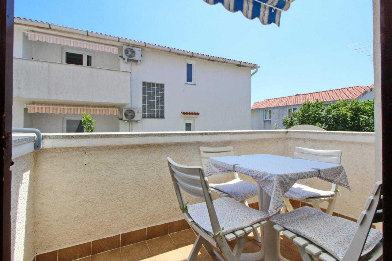 wohnung f r 4 5 mit klima und balkon hinter dem ortskern objekt nr 5526. Black Bedroom Furniture Sets. Home Design Ideas
