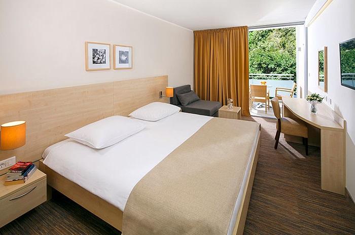 Dreibettzimmer (superior) Parkseite Balkon  (2-3 Personen)