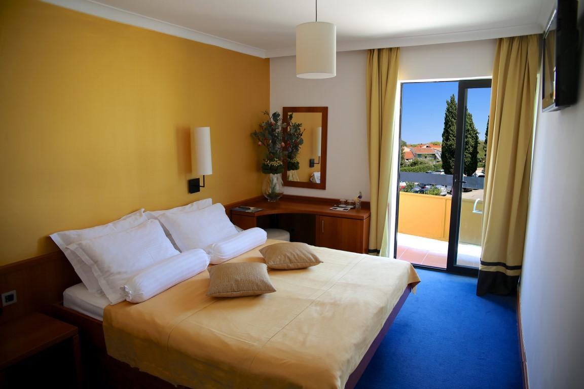 Doppelzimmer (comfort) Parkseite Balkon  (2-3 Personen)