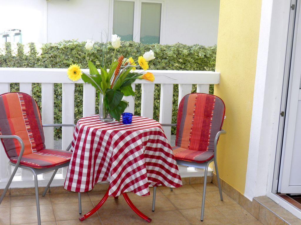 eg studio f r zwei auf 20m mit terrasse klima und. Black Bedroom Furniture Sets. Home Design Ideas