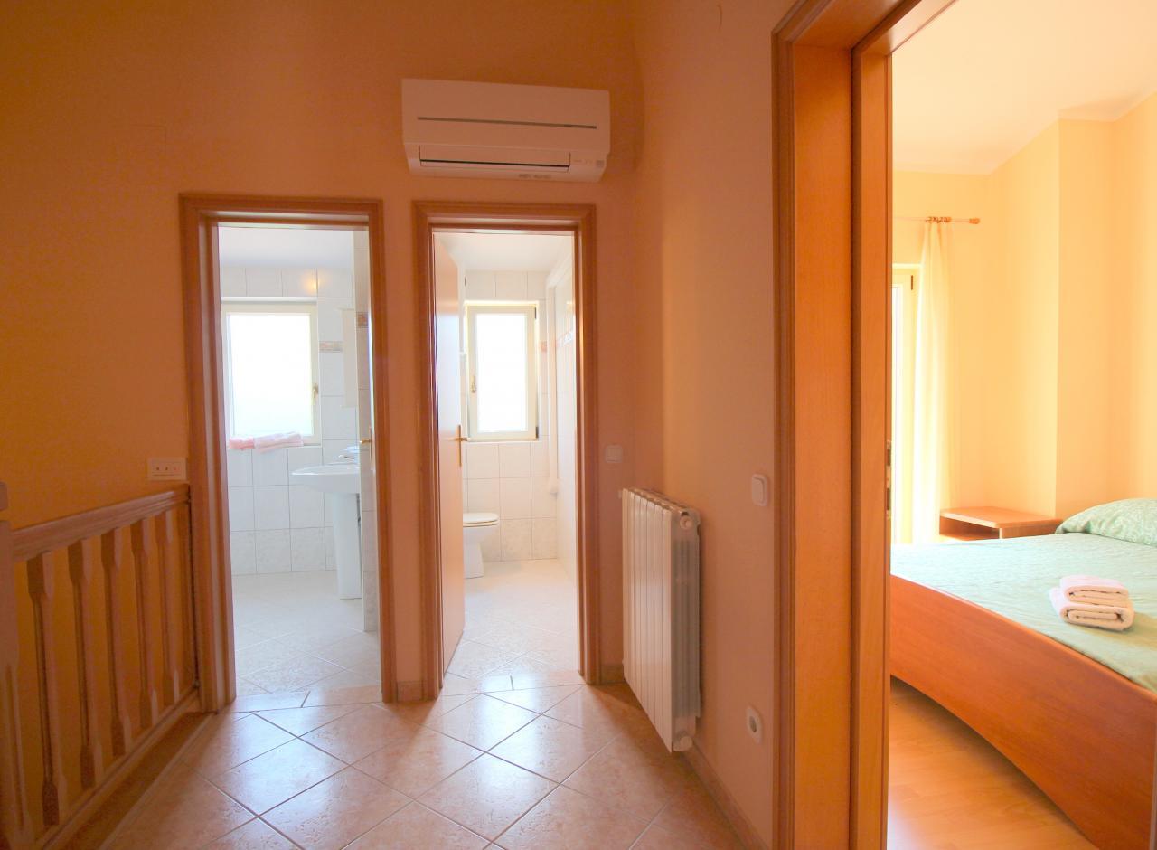 f r 6 8 pers wohnung mit 110 m mit klima waschmaschine sat tv objekt nr 761. Black Bedroom Furniture Sets. Home Design Ideas