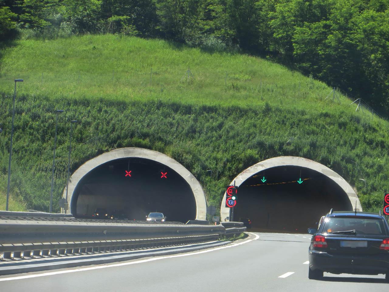 tunnelgeb hren auf dem weg nach kroatien alle tunnels. Black Bedroom Furniture Sets. Home Design Ideas