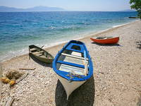 Boote am Strand in Kroatien