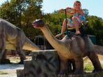 Kind auf Dinorider