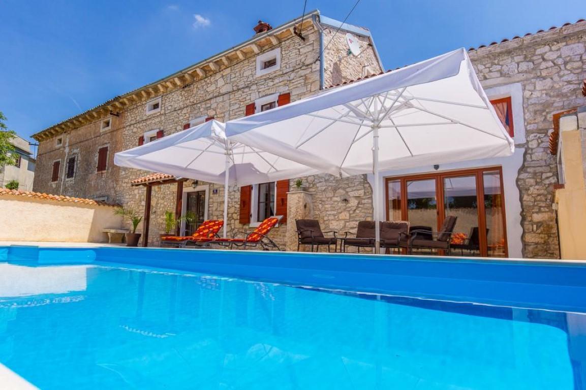 Immobilien kroatien risiken tipps und angebote - Ferienhaus formentera mit pool ...