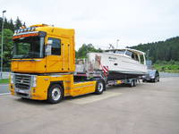 Bootüberführung auf der Straße nach Kroatien