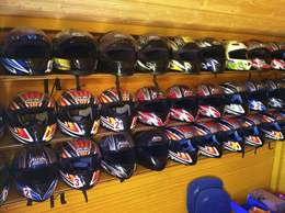 Schutzhelme im Motodrom Porec