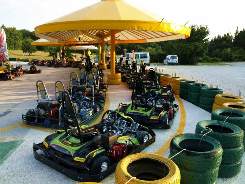 Das green garden pula karting paintball und quad for Karting interieur