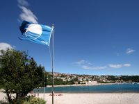 Blaue Flagge Strand Kroatien