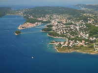 Der Ort Banjol auf der Insel Rab