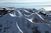 Verschneite Berge im Naturpark Biokovo
