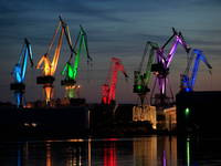 Leuchtende Giganten, Pula