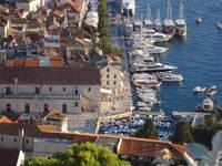Hvar - Riva mit Yachthafen