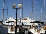 Jachten & Fähre im Hafen von Vis