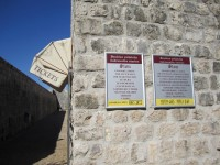 Öffnungszeiten der Mauer von Ston