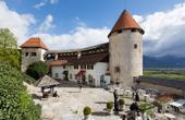 Burghof und nordöstliche Burgmauern
