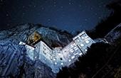 Burg Predjama, Nacht