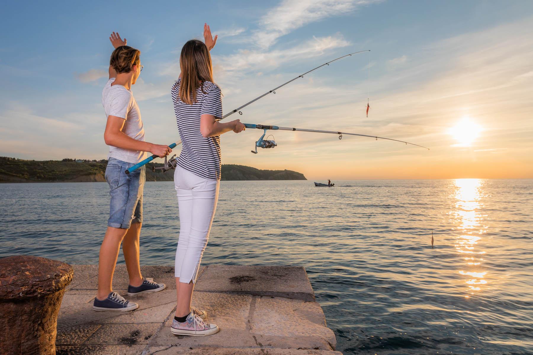 0aeca3275947c Angler bei Sonnenuntergang bei Izola an der slowenischen Adria. (Foto:  Visit Izola; Jaka Ivancic)