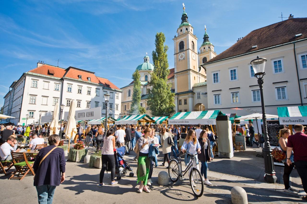 Speisemarkt Offene Küche in Ljubljana - Slowenien Reiseführer √