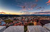 Ljubljana - Abenddämmerung Stadt & Berge
