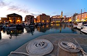 Hafen von Piran am Abend